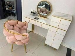 Купить кресло в стиле модерн золотой каркас + розовый велюр