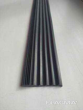 Лента противоскользящая резиновая 50х5 мм