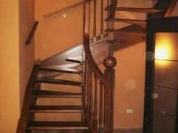 Лестница поворотная из ясеня