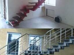 Лестница с перилами на больцах крутая
