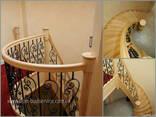 Лестницы из дерева, изогнутые поручни, ограждения - фото 1