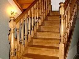 Лестницы из массива сосны, ясеня, дуба на заказ