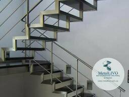 Лестницы на второй этаж на 2 косоурах