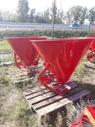 РУМ на 500 кг разбрасыватель минудобрений фирмы Jar-Met Поль