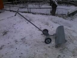 Лопата для снега з колесами
