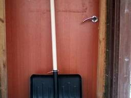 Лопата для уборки снега.