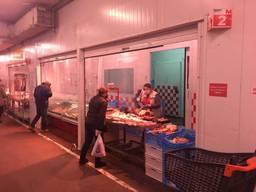 Продається діючий магазин на ринку «Шувар» !