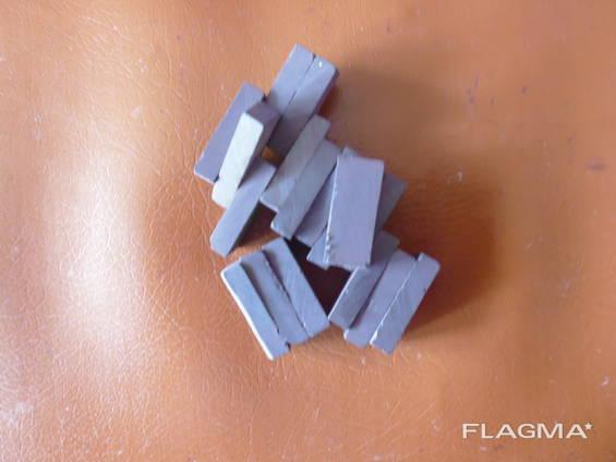 Магниты ферритовые 23х10х5,5 (мм).