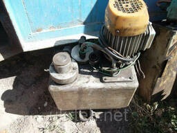 Маслостанция для смазки направляющих станка