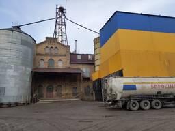 Мельница и зернохранилище