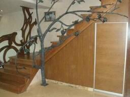 Прямая металлическая лестница на больцах