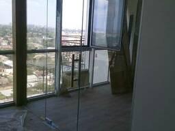 Межкомнатная стеклянная перегородка