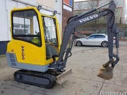 Миниэкскаватор Volvo EC15B.