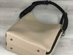 Молодежная женская сумка Леора бежевого цвета - фото 4