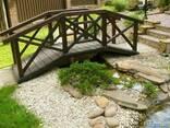 Садовый мостик из дерева - фото 1