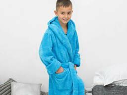 Мягкий теплый махровый халат голубого цвета на мальчика с носочками в подарок