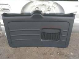 Накладка крышки багажника 67751-42030-B1 на Toyota Rav 4 00-
