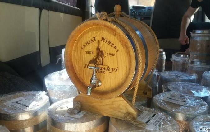Наливные дубовые бочки для вина, коньяка