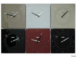 Настенные стеклянные часы бордового цвета
