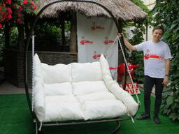 Купити підвісну плетену ліжко із ротанга на стійці