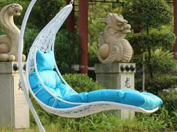 Навісний лежак з ротанга