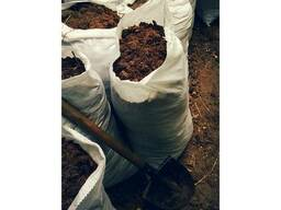Навоз , перегной , помет , а также глина , чернозем в мешках