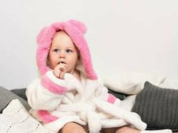 Нежный махровый халат для девочки с капюшоном и ушками белого цвета из материала велсофт
