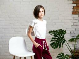 Однотонные спортивные брюки джоггеры для девочки бордового цвета