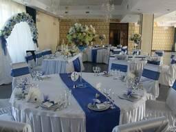 Оформление свадебного зала. Чехлы на стулья. Банты. Аренда.