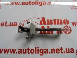 Ограничитель передней правой двери Toyota Rav4 (A30) 10-12