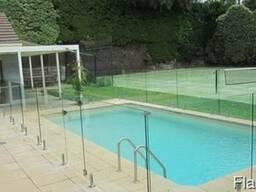 Ограждения бассейнов из каленного стекла
