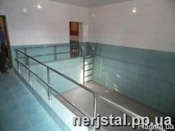 Ограждения лестницы в бассейн из нержавеющей стали