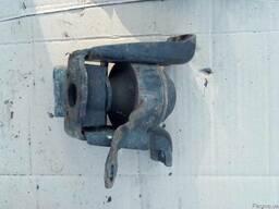 Опора двигателя правая 12305-0D051 на Toyota Avensis 03-08 (