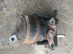 Опора двигателя правая 12305-28151 на Toyota Rav 4 00-05 (То