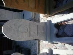 Памятник 25