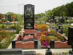 Памятники из черного гранита.