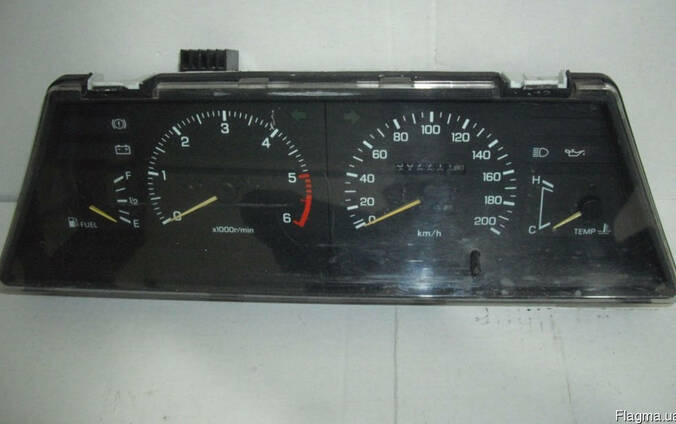Панель приборов Nissan Sunny B12 (1985-1990)