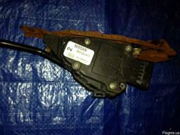 Педаль газа (акселератора) 18002-AU410 на Nissan Primera P12