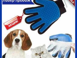 Перчатка для вычесывания шерсти кошек и собак True Touch. ..