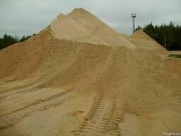 Песок, щебень, отсев, шлак, бутовый камень, чернозем, глина.