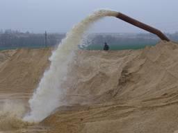 Песок строительный, глина гидроизоляционная, чернозём