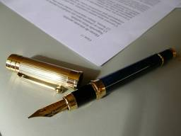 Письменный перевод документов, текстов, статей. договоров.