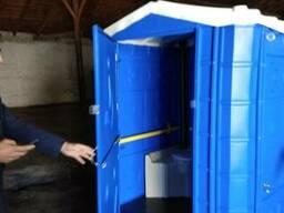 Пластиковый биотуалет для людей с ограниченными возможностям