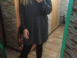 Платье свитер свободного кроя серое