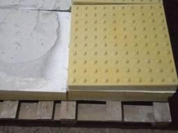 """Плитка тактильная 500*500*55 мм """"полоса"""" (бетонная)"""