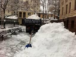 Почистить снег вручную, уборка и вывоз снега