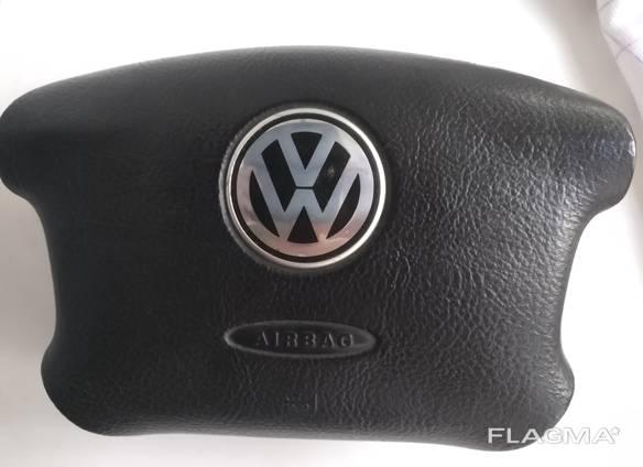 Подушка безопасности на VW.