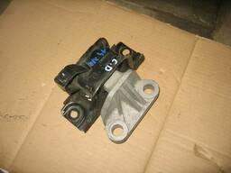 Подушка КПП Opel Corsa 13130745 5684199