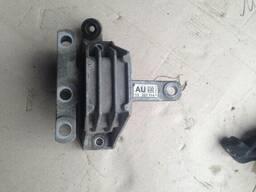 Подушка крепление двигателя 13227714 AU Opel Insignia