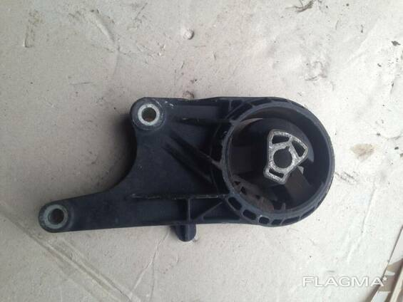 Подушка крепление двигателя коробки 13248600 J9 Opel. ..